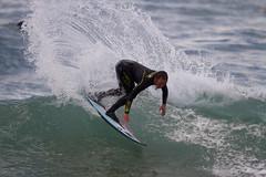 Kepa acero surfeando