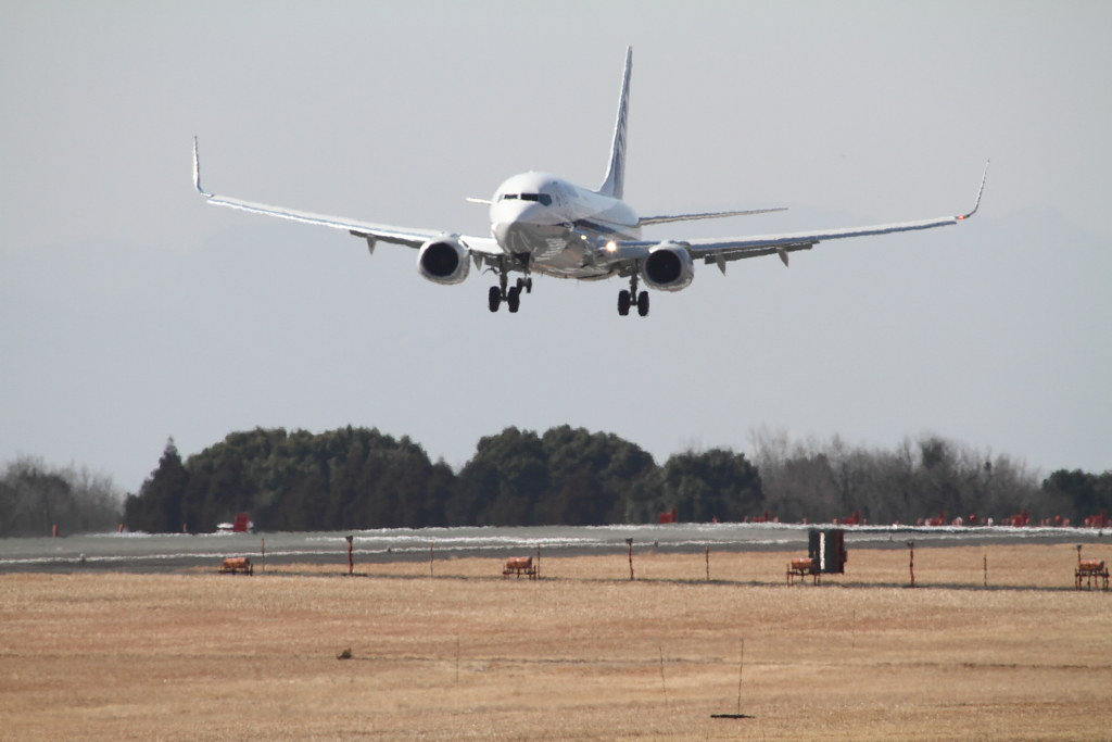 ANK's B737-800 landing in shimmer of hot air