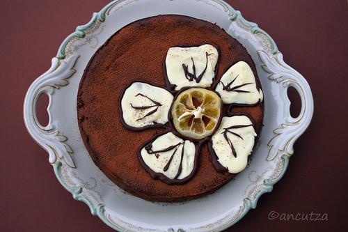 Torta al cioccolato fondente, limone, ricotta e yogurt greco