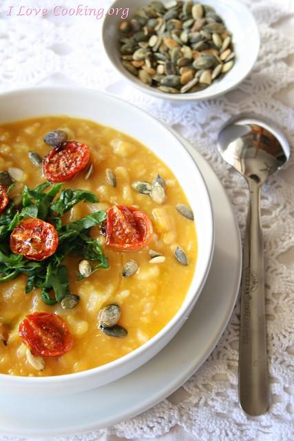 zuppa di zucca, cavolfiore e pomodori confit