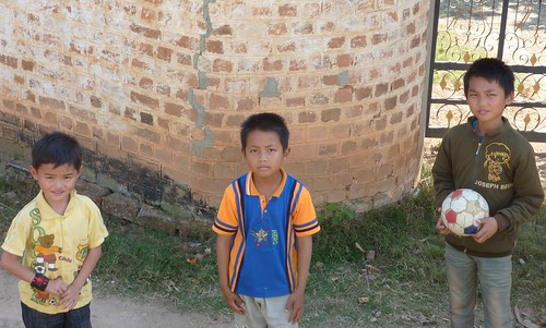 Kengtung-Temples-Enfants birmans (3)