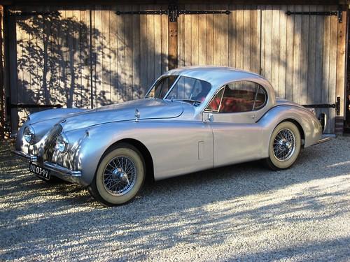 Jaguar XK120 SE FHC (1952).