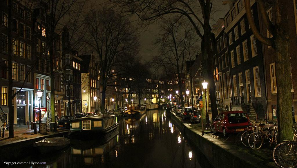 Canal d'Amsterdam, la nuit