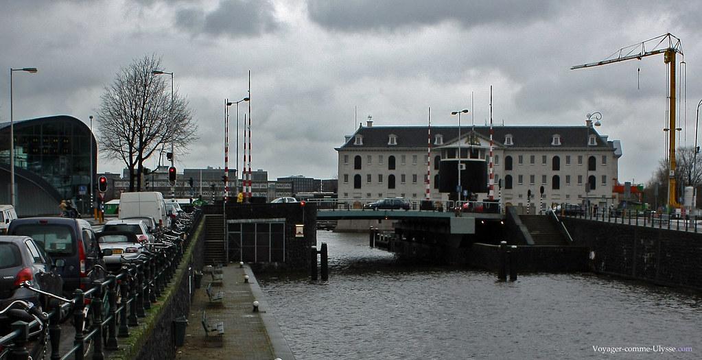 Au bout du canal, le Scheepvaart museum