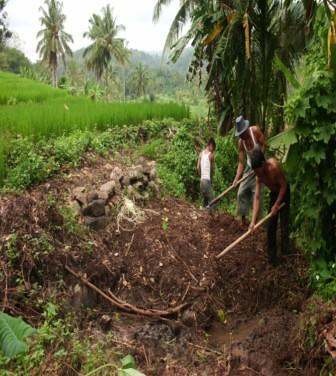 5559984127 c3b4fb93b3 Menggali Swadaya, Tingkatkan Kualitas Infrastruktur