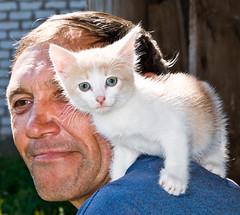 Plishkari09_3929 (elenafan) Tags: portrait man cat friend frienship
