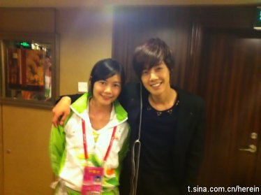 Kim Hyun Joong with staff member from Guangzhou Asian Games Opening Ceremony