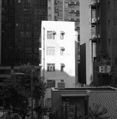 Hong Kong 2010 (BckWht) Tags: rolleiflex hongkong 香港 35e fujineopan400 sheungwan xenotar 上環