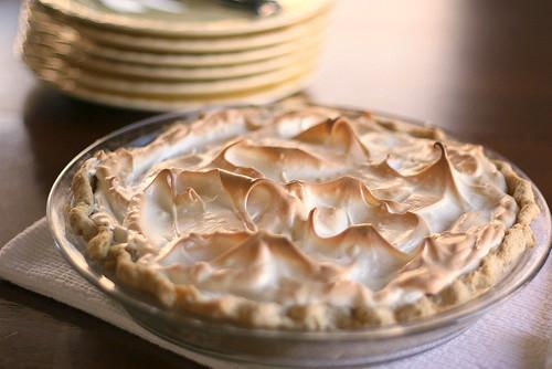 Pineapple Pie with Meringue | gluten-free recipes | pie recipes | Thanksgiving pie | pineapple recipes | perrysplate.com