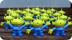 Estranhos de outro Planeta... (Teka e Fabi®) Tags: toy miniatures brinquedo toystory ets tekaefabi