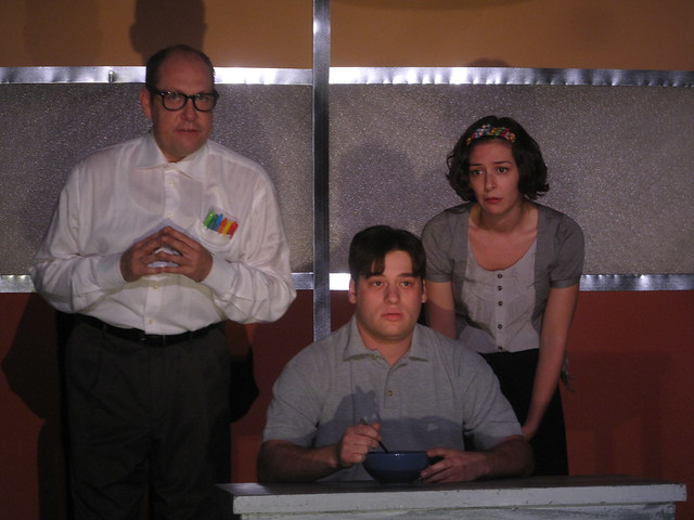 Max (Ari Radousky) and his parents (Bruno Oliver & Jaime Andrews).