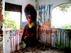 NAHU X IZOLAG (anandanahu) Tags: brazil woman black records brasil graffiti casa stencil paint artist power spray bahia graff ananda baiana mato forte pintura itacare abandonada firme baianos nahu izolag itacare2p matoitacare2part
