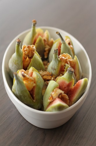 Figs with honey and walnuts