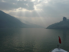 Sun rays break through the clouds (h2ooo2h) Tags: china sunset river hubei  yantze   sunraysbreakthroughtheclouds