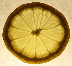Banane (Hanna Irlinger Fotografie) Tags: light black yellow licht lemon gelb kontrast schwarz zitrone