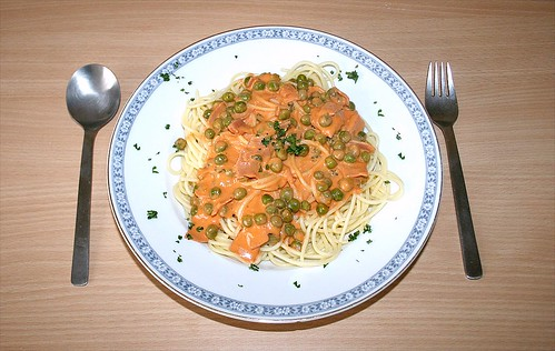 30 - Spaghetti in Tomaten-Sahnesauce mit Erbsen & Möhren - Fertiges Gericht