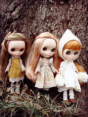 three sisters (maidensuit) Tags: family portrait nature girl sisters outside vinter dolls natural very blythe dear mori vicky lele arden