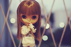 There is a light that never goes out ♥ (Bruna Lacrout ☆) Tags: luz lights doll bokeh alice blond noite janela blythe bangs custom thesmiths rbl wiwi sardas takaratomy liccabody primadolly ixtee winsomewillow pdww sonya230 ttyajeans duthair