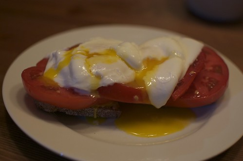 Poached Eggs on Toast with Tomato