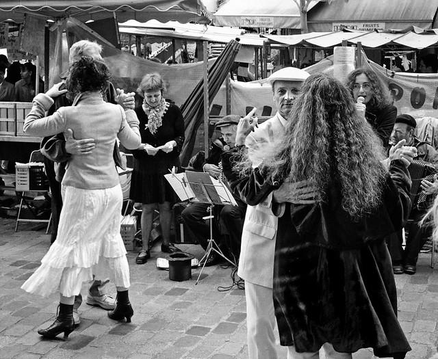 Rue Mouffetard Dancers