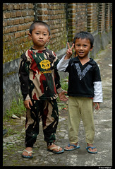 Bali kids (Dan Wiklund) Tags: street portrait bali boys kids indonesia alley asia southeastasia d200 indonesian 2010 candikuning