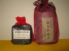 木炭粉碎成粒包裝成除濕除臭包,更細粉末可製成木炭手工皂。照片提供:林試所