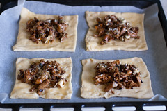 Kukeseene-sinihallitusjuustu pirukate tegemine / Chanterelle blue cheese pies in the making