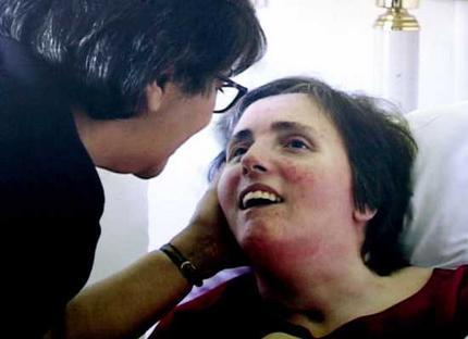 Theresa Marie Schindler-Schiavo ficou quase 15 anos em estado vegetativo até seu marido conseguir que retirassem a alimentação dela para deixá-la morrer