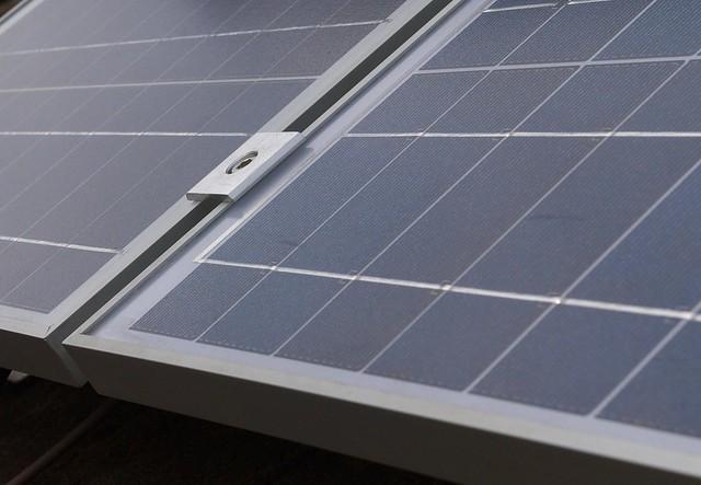 DSC_7169 Fitting solar PV