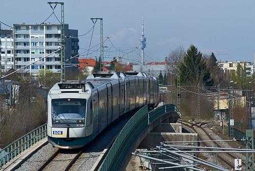 Hoch hinaus geht es gewöhnlich nur vor der Donnersbergerbrücke. Heute hat VT108 auch am Giesinger Überwerfungsbauwerk das Vergnügen.