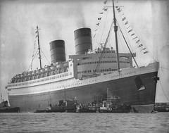 RMS Queen Elizabeth (ziggy ZOMba) Tags: ocean cruise port ship elizabeth florida miami line queen everglades rms cunard liner