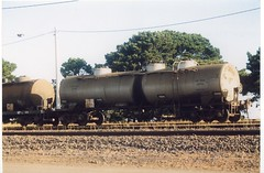 VTQX 631 X Tottenham 12/2000 (booksvic) Tags: tank railway vr wagons vline