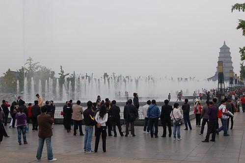 Wasserspiel vor der grossen Wildganspagode in Xi'an