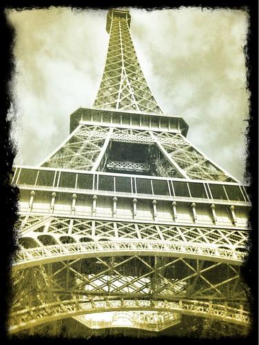 <span>parigi</span>Tour Eiffel<br><br>Down<p class='tag'>tag:<br/>luoghi | parigi | viaggio | </p>