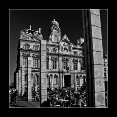 Hotel de ville, Lyon (ptimat) Tags: street city light shadow sky people urban blackandwhite bw sun france caf architecture square soleil town cafe place lyon hoteldeville noiretblanc terrace lumire terrasse style rhne nb ombre ciel townhall rue ville mairie batiment placedesterreaux terreaux