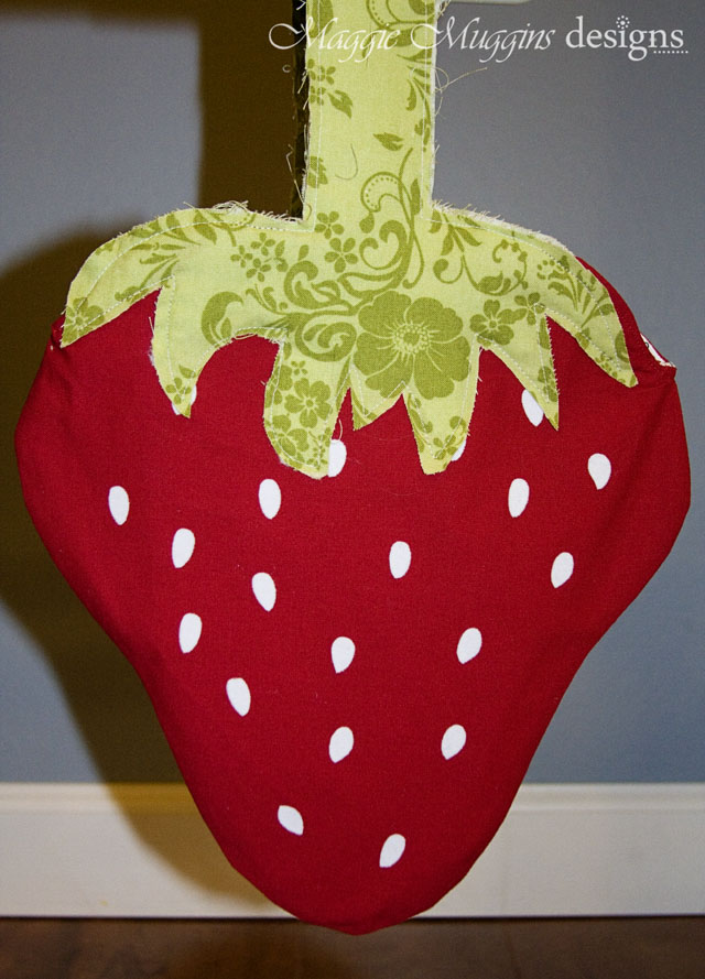 Strawberry Tote with Heat Transfer Vinyl