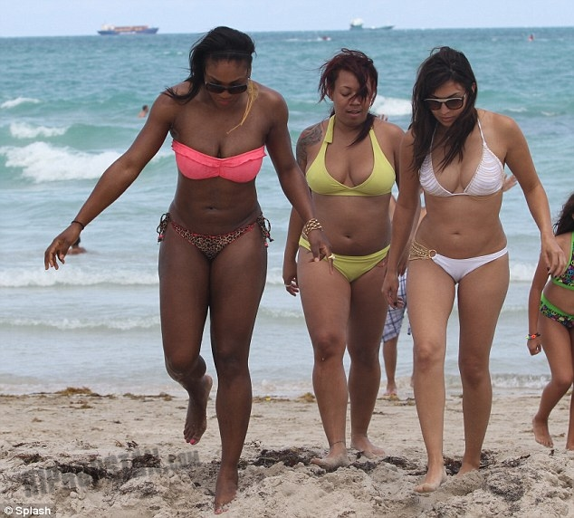 Serena Williams Bathing Suit Mishap http://www.hiphopstan.com/forum/flashing-lights-picture-icandy-forum/30983-serena-williams-all-natural-beefy-eye-catching-bathing-suit.html