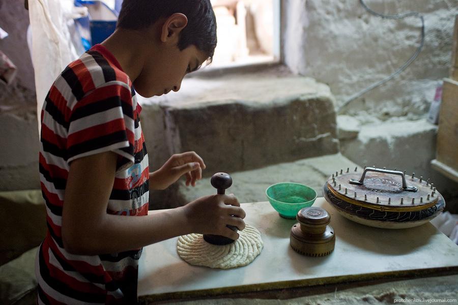 Как делают лепешки в Бухаре