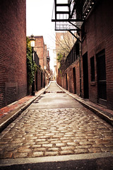 Beacon Hill Alleyway (#113) (ctanner999) Tags: street sign boston 35mm canon alleyway april bostonma beaconhill 35mmf14 canon5dmarkii