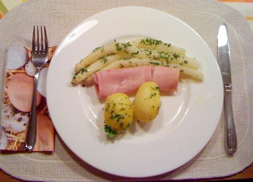 Spargel, Schinken & Salzkartoffeln / Asparagus, ham & potatoes