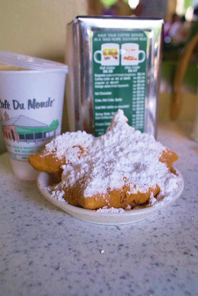 Cafe' Du Monde' coffee & beignets