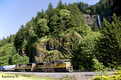 UP and Falls Oregon (Nikos Kantiris (www.RailScapes.Net)) Tags: railroad usa tree water up america train wagon pacific union machine rail railway loco columbia falls mount transportation locomotive freight kantiris
