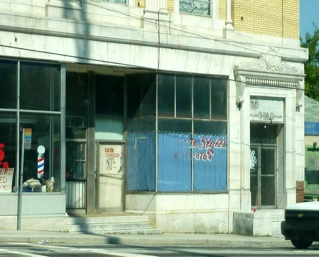 P1110071-2011-05-20-Dill-Ave-at-Metropolitan-Capitol-View-Masonic-Lodge-1921-Corner-Door-detail-Masonic