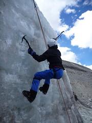 Escalade d'une paroi de glace