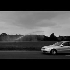 (Hans van Reenen) Tags: bw car germany deutschland sprinkler mercedesbenz underway niederrhein goch sproeier sprher uedem silkypixpro samsungex1 kalbeck 20110517