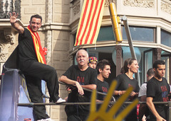 xavi - rua campions (splanasl) Tags: barcelona la li el que pedro rua 29 torna fc futbol et tot xavi bara league champions s nostra autobs hernndez maig campions 2011 glria busquets dnes