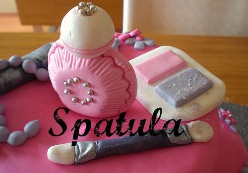 6 Yaş Makyaj Malzeme Temalı İki Katlı Pasta by Demetin spatulasi