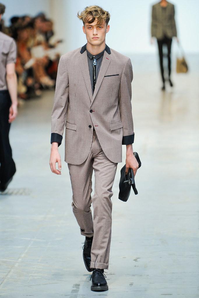 SS12 Milan Costume National Homme004_Bastiaan Van Gaalen(VOGUEcom)