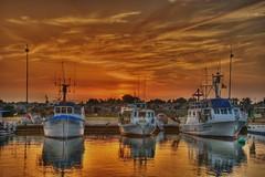 Barche al tramonto (socrates197577) Tags: sardegna nikon tramonto mare barche sole paesaggi hdr paesaggio photomatix colorphotoaward platinumheartaward ringexcellence dblringexcellence tplringexcellence eltringexcellence