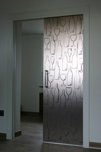 Puerta corredera en vidrio pintado